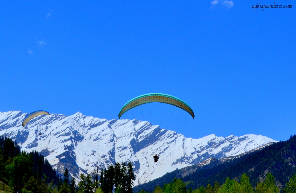 Offbeat-Things-To-do-Manali-paragliding