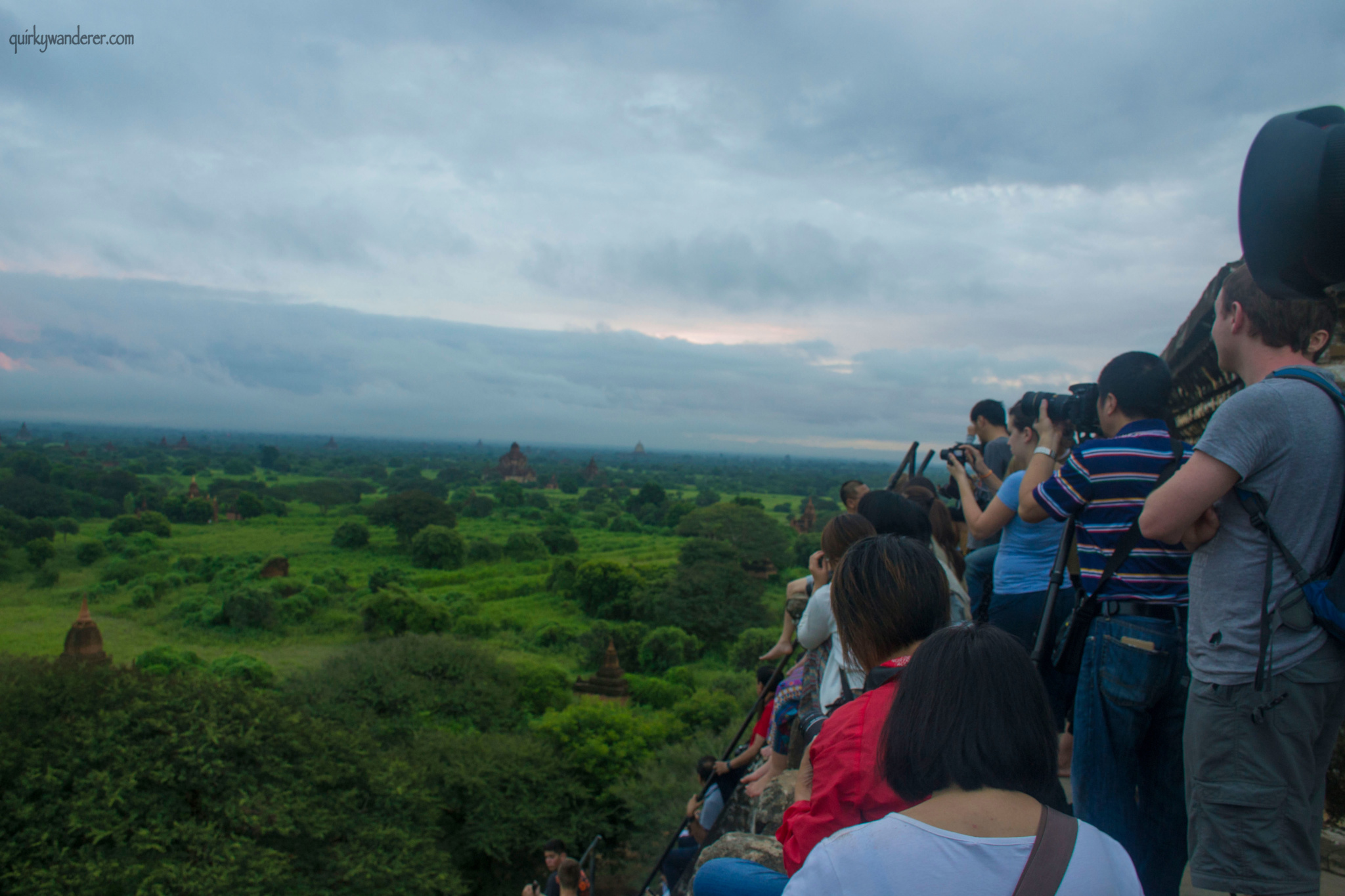 bagan-sunrise-crowds