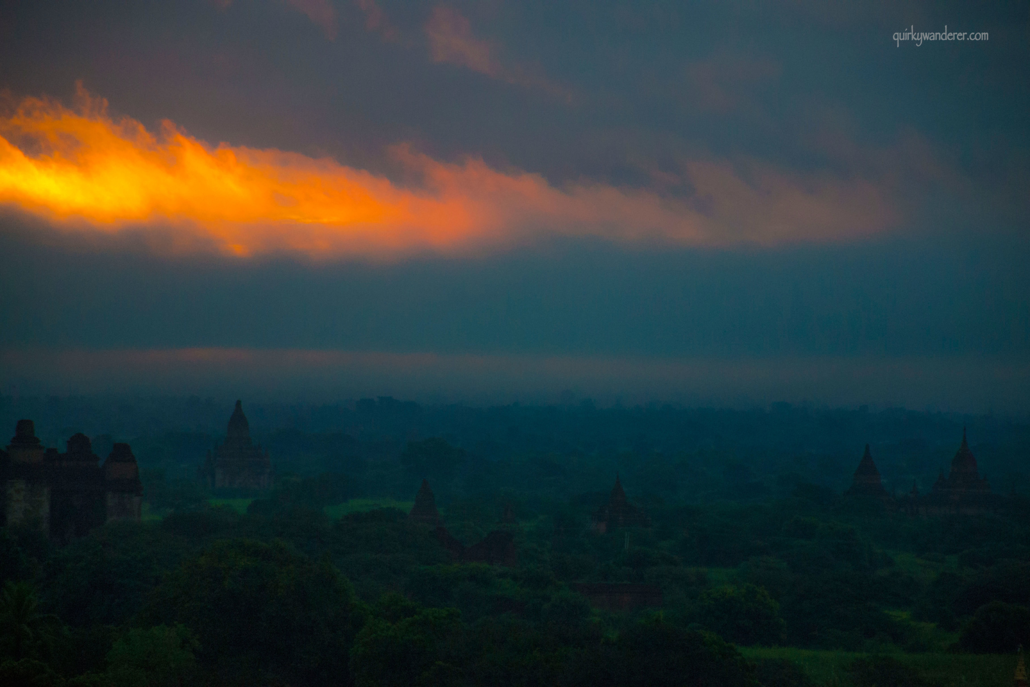 bagan-sunrise-landscapes-with-sun-rays