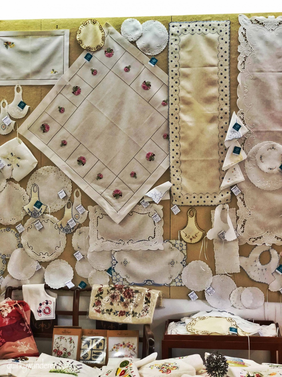 Shopping in Portugal: embroidery